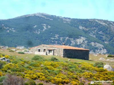 Reserva Natural Valle Iruelas-Pozo de la nieve;nieve madrid viajes de aventura montes vascos sierra